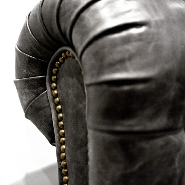 Chesterfield-fauteuil-zwart-detail